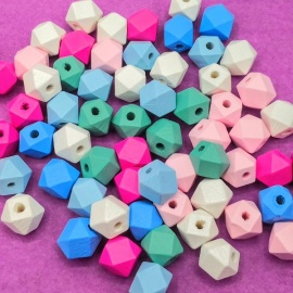 Abalorios de madera geométricos de colores