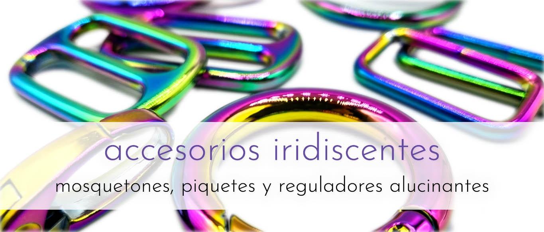 Herrajes metálicos iridiscentes: piquetes, mosquetones y reguladores